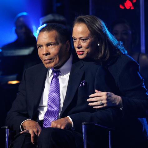 Muhammad Ali 2012-ben Las Vegasban feleségével, Lonnie Alival