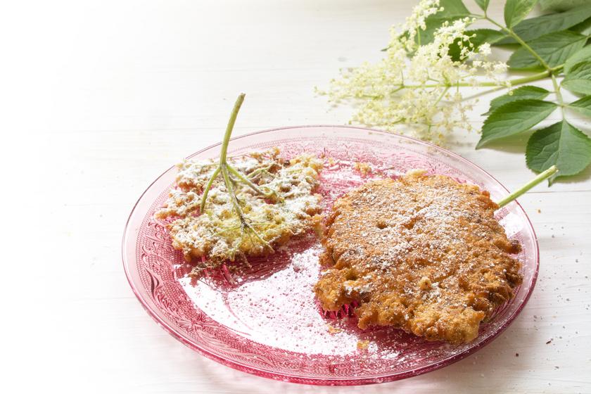 Roppanósra sült bodzavirág vaníliás palacsintatésztában: igazi kora nyári nasi