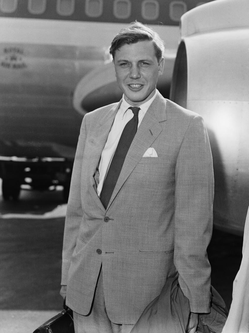 David Attenborough ezzel a megjelenéssel akár mozisztár is lehetett volna. Ez a felvétel 1959-ben készült róla, éppen azelőtt, hogy Dél-Afrikába repült volna, ahol a Zoo Quest nevű sorozat egy részét készítette.