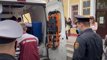 A bíróságon vágta át a saját torkát egy belarusz ellenzéki aktivista