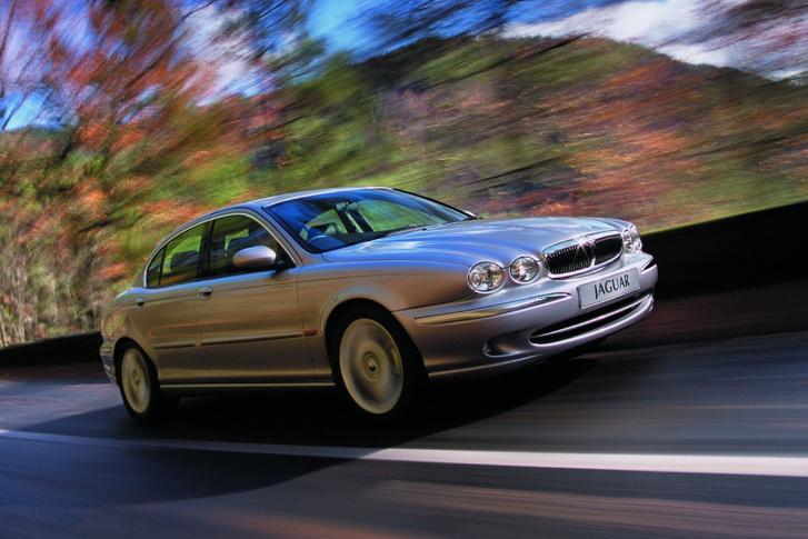 Fiaskó lett végül a Jaguar X-Type. Túl sok vevőjelölt szúrta ki, hogy tulajdonképpen egy átdolgozott Ford Mondeo