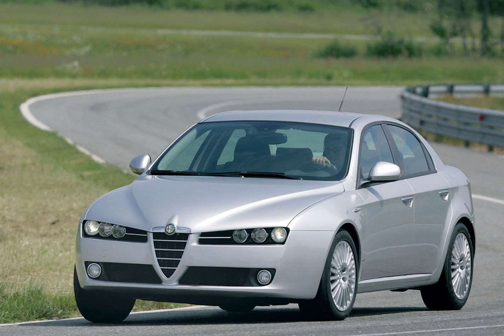 Az Alfa Romeo 159-es úttartása, vezethetősége jobb volt, mint az E90-es BMW 3-asé, mégis utóbbinak nagyobb a nimbusza