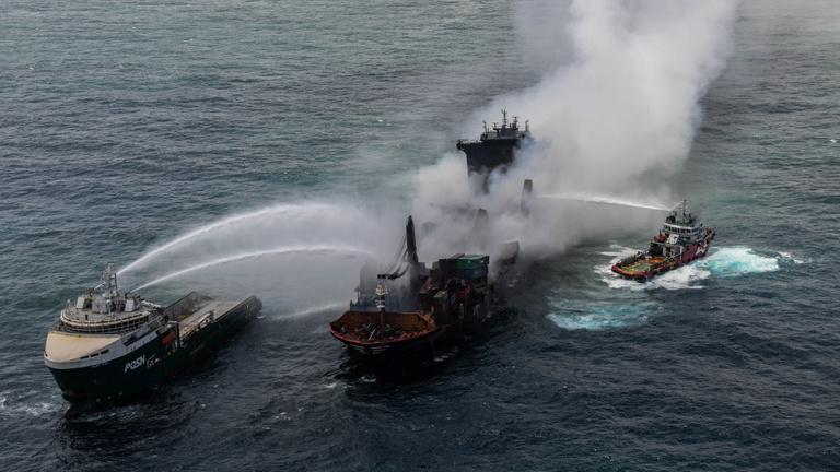 Elsüllyedt a konténerhajó, küszöbön ökológiai katasztrófa