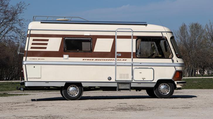 82-ben már ilyen gömbölyded formák is voltak. Előtte inkább szögletes, lakókocsi szerű modelleket épített mindenki.