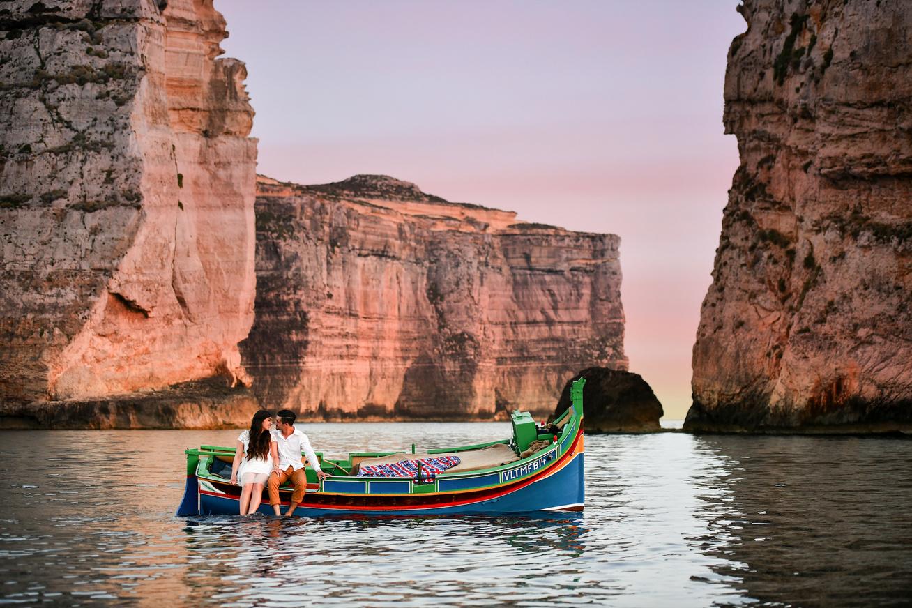 2100x DwejraBay San Lawrenz Gozo couple boat