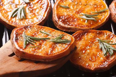 Füstös, grillezett édesburgonya: lime ellensúlyozza az édes ízeket