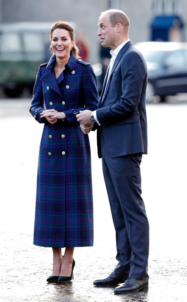 A királyi család szerelmespárjai nyilvánosan nem foghatják meg egymás kezét, a csókolózás pedig egyenesen tilos, elérzékenyülni pedig nem ajánlott