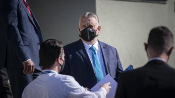 Fel, támadunk! – üzente Orbán Viktor a koronavírusból kigyógyult fideszes képviselőnek