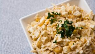Grillezettalma-saláta – joghurtos öntettel és pirított dióval lesz a legfinomabb