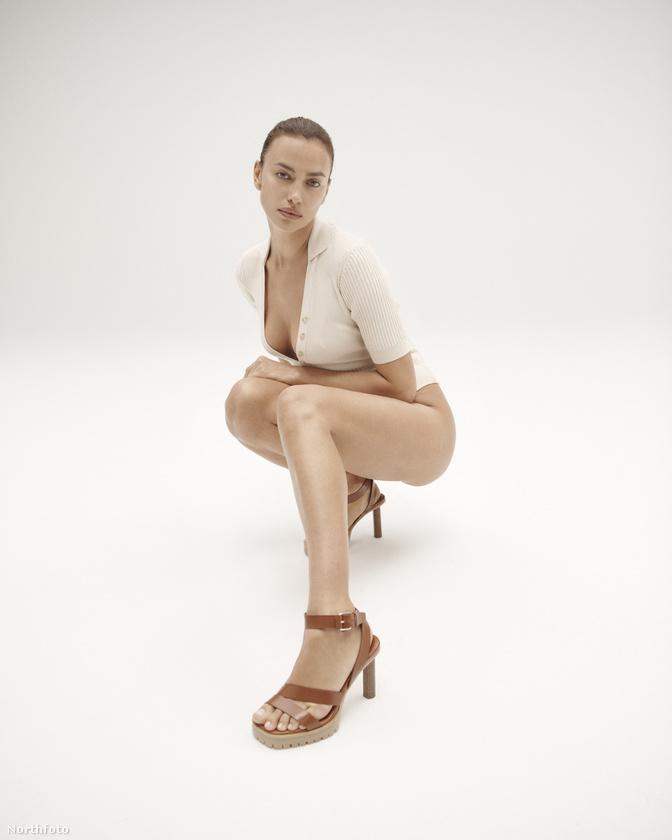 Annyira trendik méghozzá, hogy ezeken az új kampányfotókon is elsősorban ezt a színt viseli Irina Shayk.