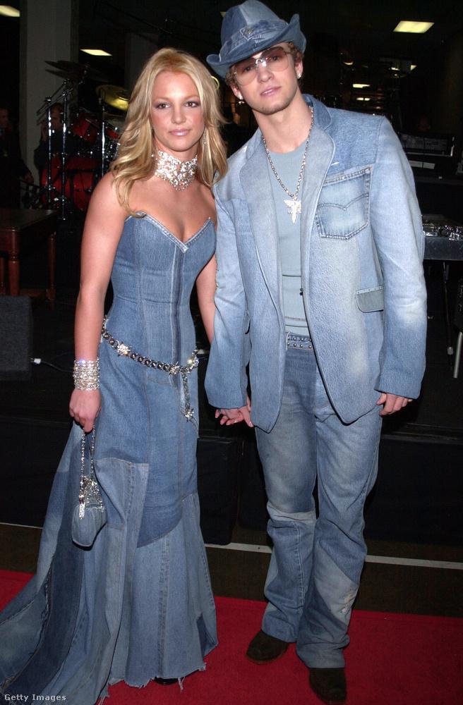 2001-ben volt, hogy Britney Spears és Justin Timberlake megállították az időt és két évtized távlatából is emlékezetes, csupafarmer szettekben jelentek meg az akkori American Music Awardson