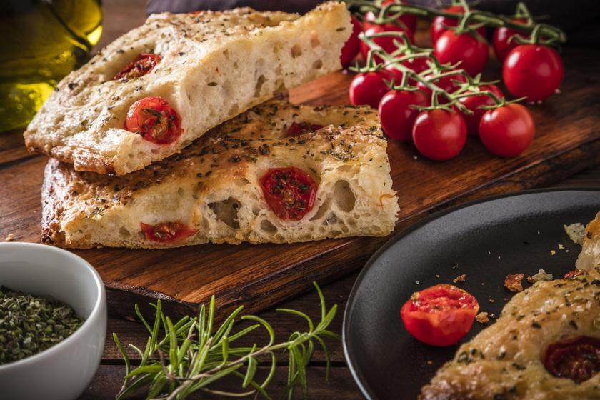Házi paradicsomos focaccia olasz recept szerint: így süthetsz otthon lepénykenyeret