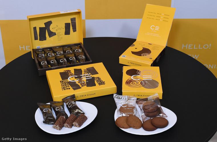 Júniusban, Tokióban mutatták be a képen látható termékeket: különféle édes nassolnivalók ezek, mindegyiket a Gryllus nevű cég gyártja.