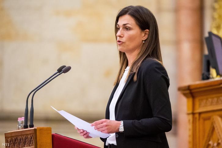 Varga Judit igazságügyi miniszter az Országgyűlés plenáris ülésén 2021. április 29-én