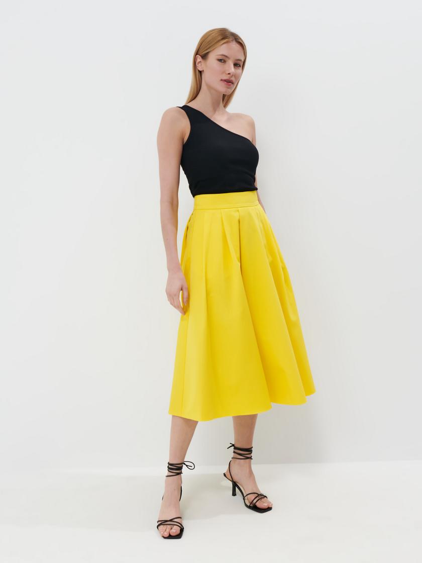 Fiatalos, nőies és nagyon divatos a Mohito sárga szoknyája. A-vonalú fazonjának köszönhetően homokóra alakot varázsol viselőjének. 11 995 forintért vásárolhatod meg.