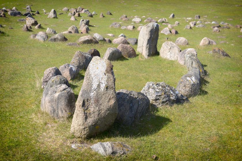600 szellemhajó fekszik a világ legnagyobb viking temetőjében: így küldték a túlvilágra halottaikat