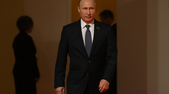 Putyin: Az Egyesült Államok biztos léptekkel halad a Szovjetunió útján