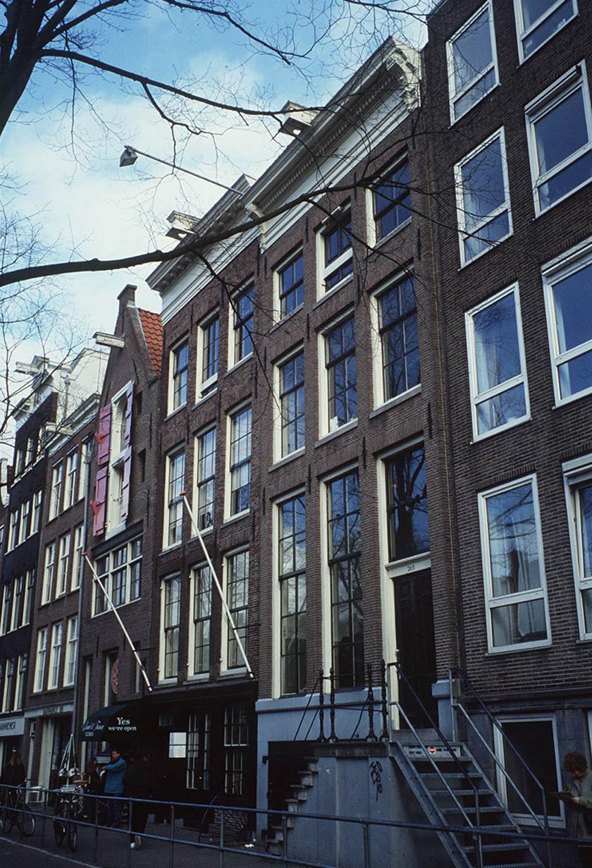 A Prinsengracht 263. alatt található amszterdami ház, amelynek hátsó szobáiban a Frank család két éven át bujkált. Az épület ma Anne Frank Ház néven, múzeumként működik.