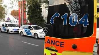 Ukránokkal fenyegetőzött, majd háromszor combon rúgta a mentőtisztet