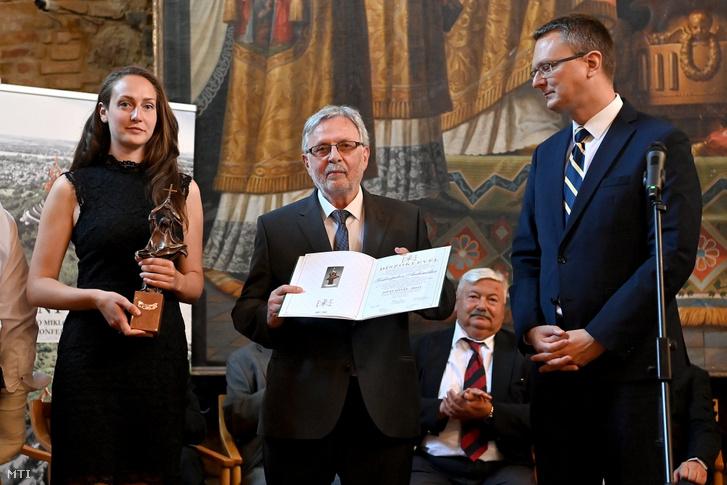 Szidiropulosz Archimédesz átveszi a Szent István-díjat 2021 június 5-én