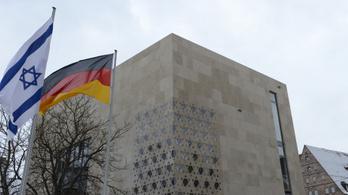 Felgyújtottak egy zsinagógát Németországban