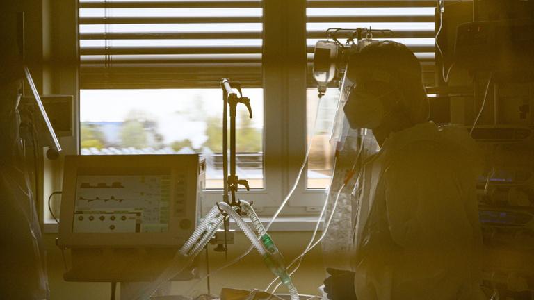 Tovább javulnak a járványadatok: 137 új fertőzött, 68-an vannak lélegeztetőgépen