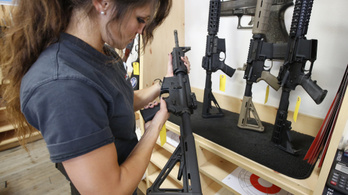 A félautomata puskát svájci bicskához hasonlította a bíró