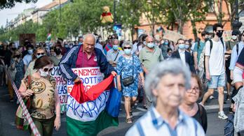 Itt mi vagyunk a többség – pillanatképek a szombati tüntetésről