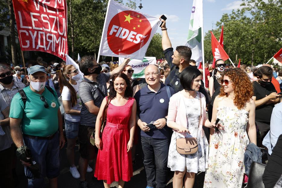 A szombati tüntetést durva beavatkozásnak és szabotázsnak minősítette a kínai nagykövetség
