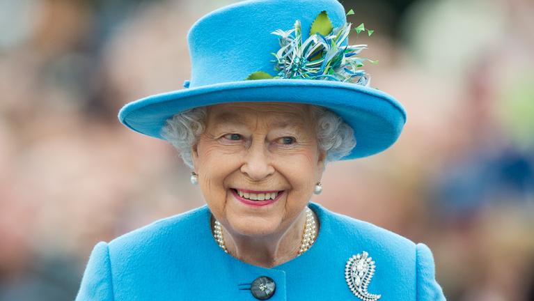 Erzsébet királynő köszöntötte a legkisebb hercegnőt