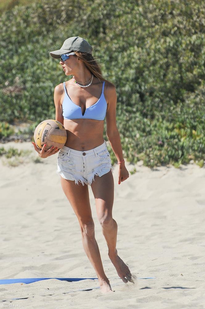 Alessandra Ambrosio egy 40 éves, brazil modell, aki a Victoria's Secret egyik főmodelljeként, azaz angyalaként lett világhírű