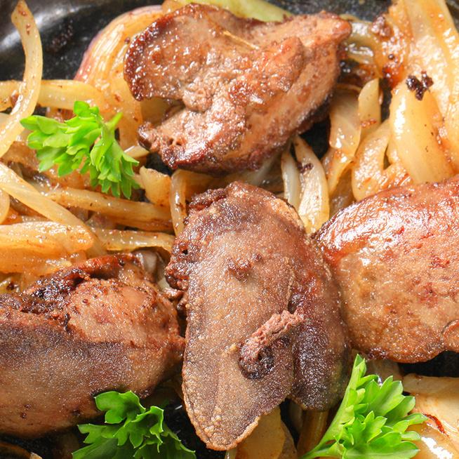 Isteni, fehérboros csirkemáj sok hagymával sütve: így készítve vajpuha lesz