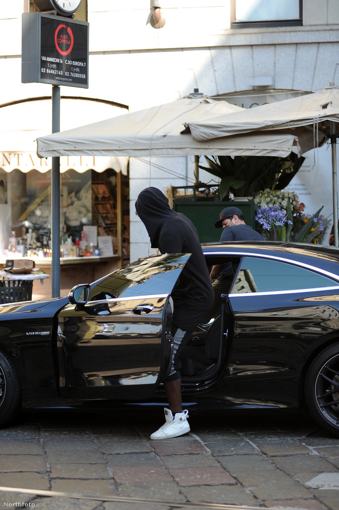 A Milánói Császkáló Mario Balotelli labdarúgó, aki most éppen az A.C