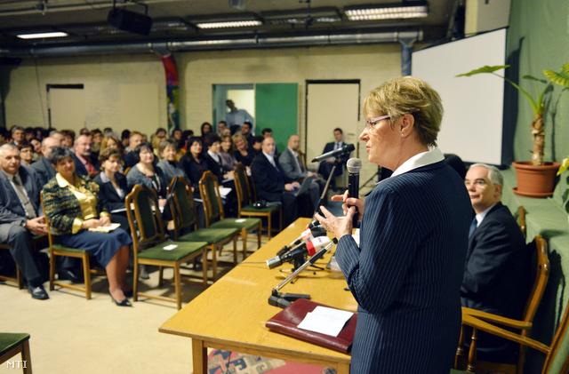 Hoffmann Rózsa az új tankerületi igazgatók munkaértekezletén
