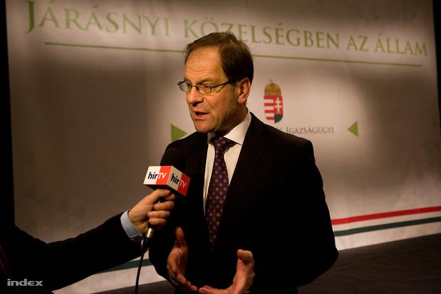 Navracsics Tibor a járási hivatalvezetők eskütételén 2012. decemberében