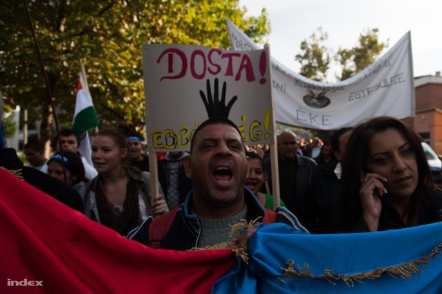 Az élet menete - roma tüntetés Miskolcon 2012. októberében
