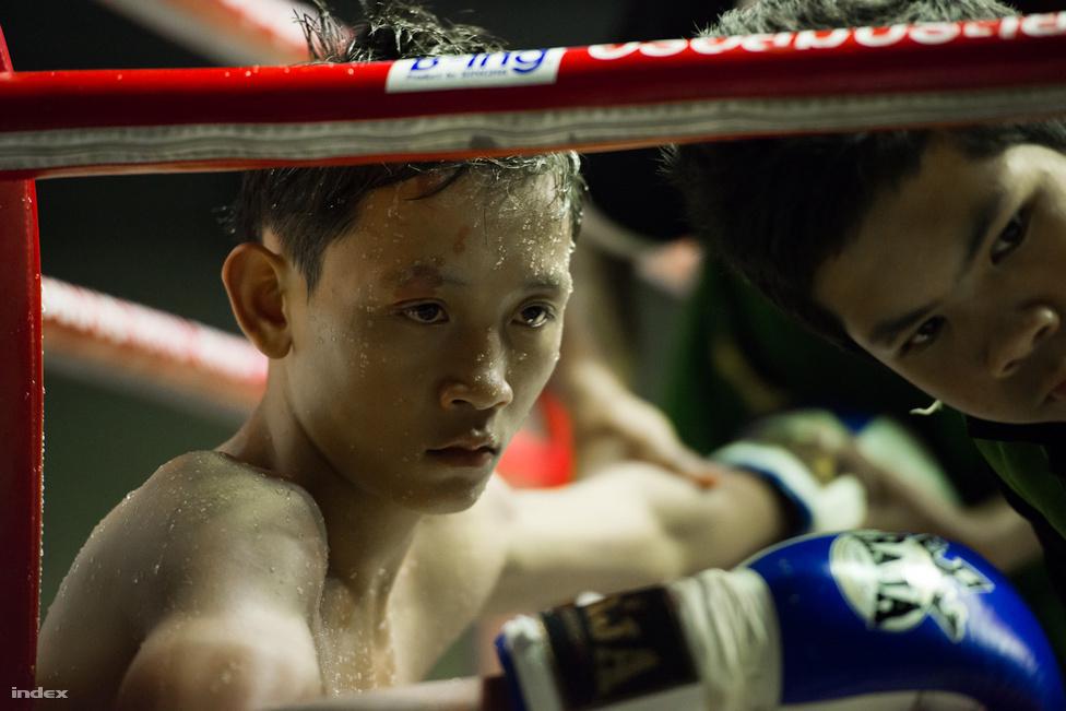 A harcosok között nagy arányban vesznek részt gyerekek is, akár 14-15 évesek is. A helyiek elmondása szerint sok esetben szegény falusi családba született fiúk próbálnak így kitörni, megélhetést biztosítani családjuknak.