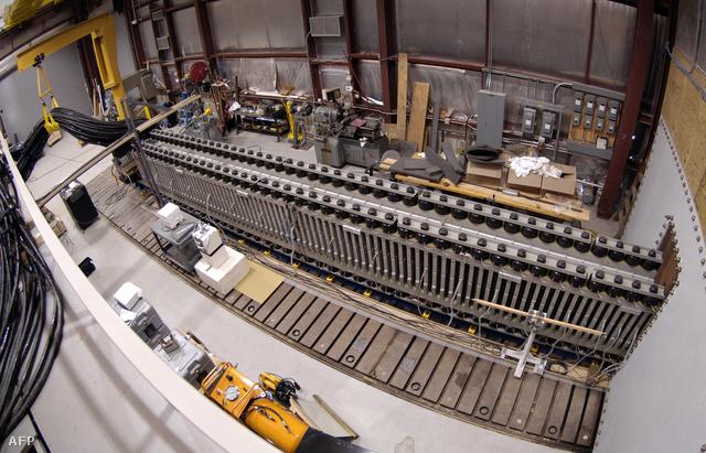 Kísérleti fegyver az amerikai hadsereg EMRG laborjában