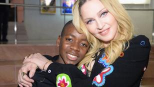 Madonna fia földig érő ruhában vonult és Queent énekelt