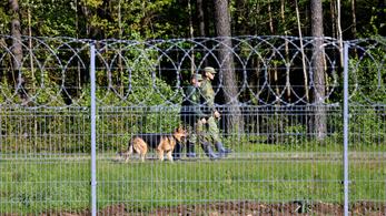 Belarusz csoportosan küldi az illegális bevándorlókat az EU határaira Litvánia szerint