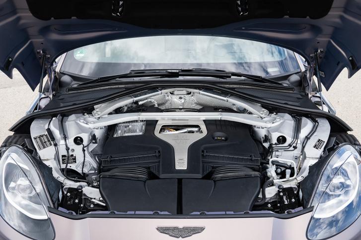 Mercedes-AMG gyártmány a motor, amit aztán maguknak programoznak az angolok