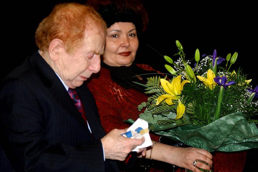 Kabos László és Urbán Erika 2003. december 4-én a Jutalomjáték címmel megrendezett rendkívüli színházi délutánon a Madách Színház Tolnay-szalonjában.