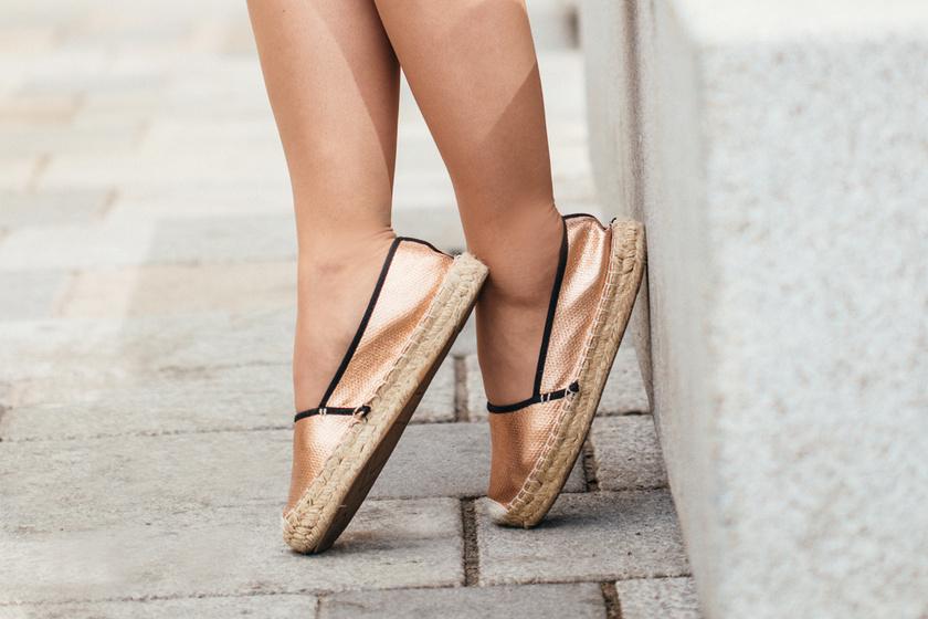 Ezek lesznek a nyár legdivatosabb cipői: a kényelmes, de igazán nőies darabok hódítanak