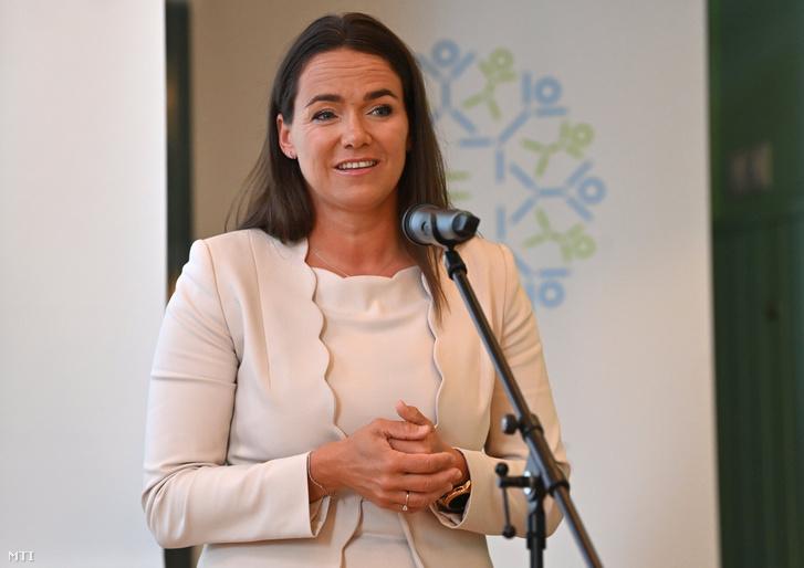 Novák Katalin családokért felelős tárca nélküli miniszter beszédet mond a Páratlan Szülő Díj ünnepélyes átadásán a budapesti Egyszülős Központban 2021. június 7-én