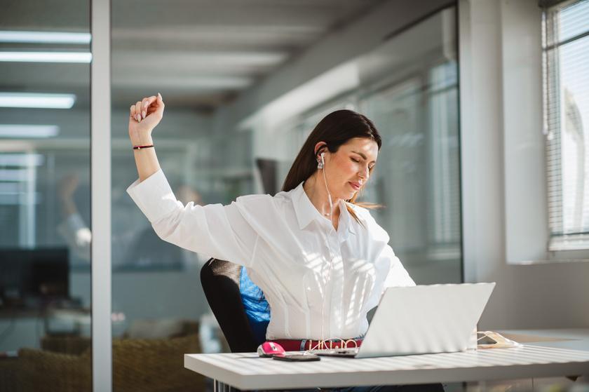hátfájás-mozgásszegény-laptop