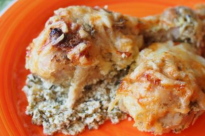 Zöldfűszeres joghurtban sült csirkecomb: szaftos, ízletes fogás kevés munkával