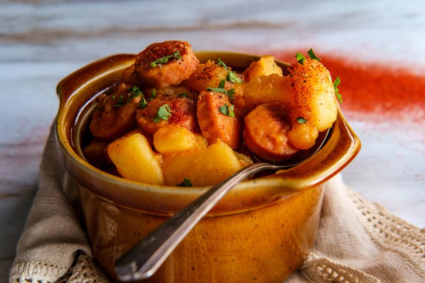 Paprikás krumpli sűrű szafttal: újburgonyából villámgyorsan elkészül