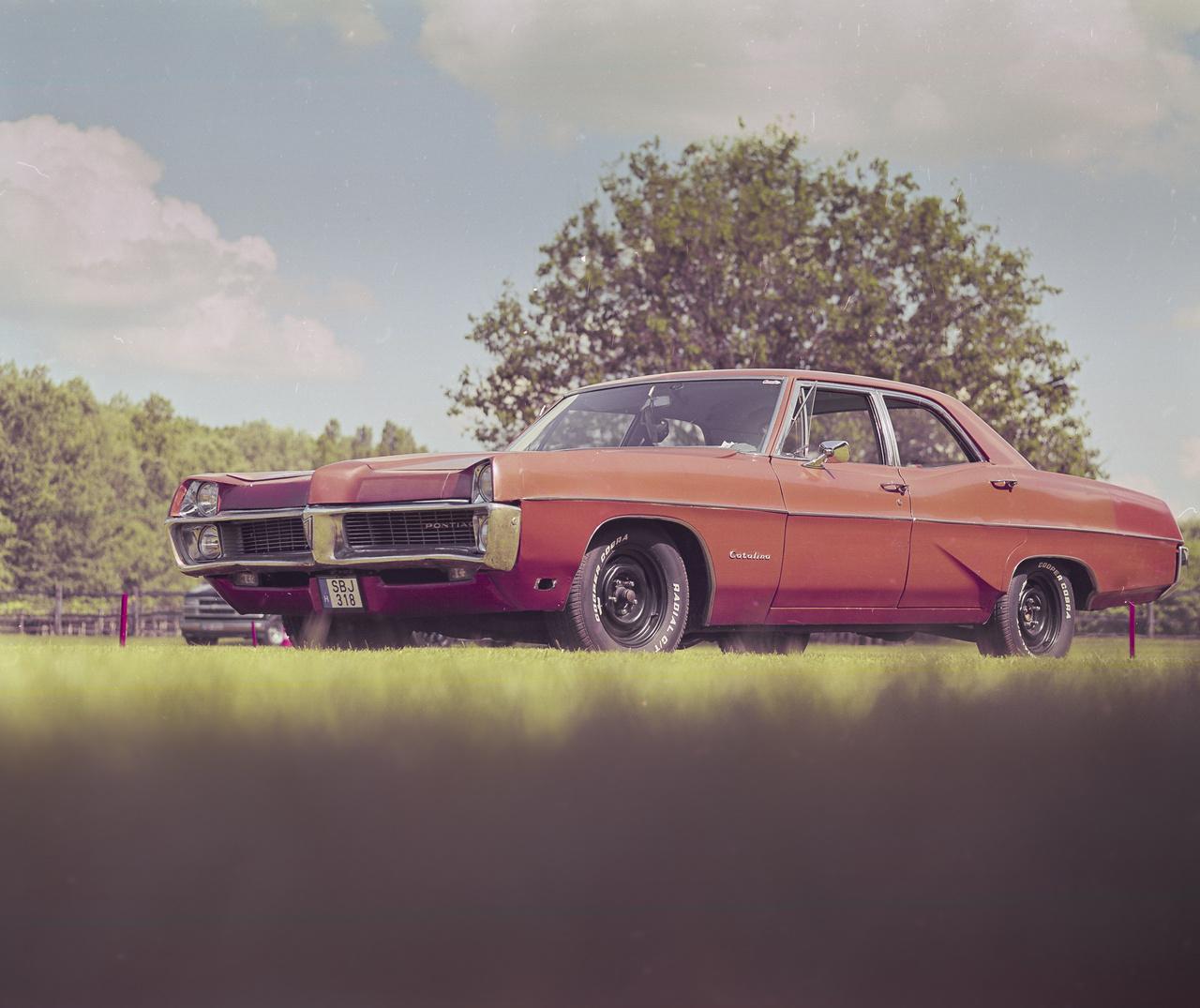 2012 decembere óta vagyok Cadillac-tulajdonos, de az első egy-két évben nem mertem elmenni a Ranchre. Nézegettem a képeket, és úgy éreztem, hogy nem vagyunk eléggé hogy is mondjam, jók, elitek, nincs elég króm az autómon, nem is tökéletes, alig tudok valamit a márkáról, de nem hagyott nyugodni a dolog.