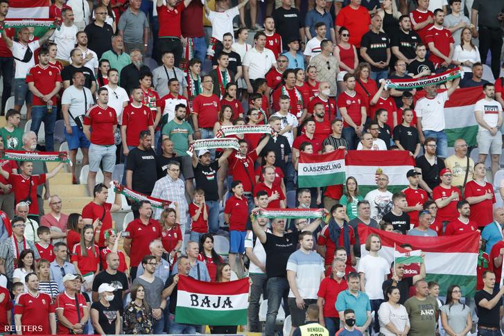 Magyar szurkolók 2021. június 8-án a Szusza Ferenc Stadionban