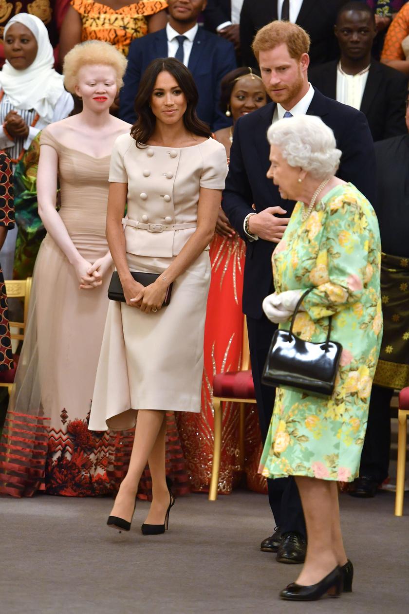A királynő volt az elsők között, akinek Harryék megmutatták az újszülött kislányukat.